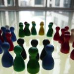 """""""Sowohl-als-auch"""" statt """"Entweder-oder""""….Wie entsteht Polarisierung in Gruppen und wie können wir ihr als Facilitator begegnen?"""